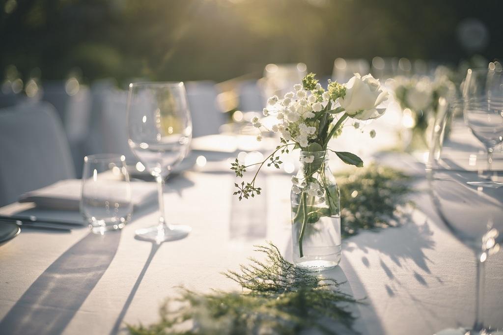 tavola formale con fiori